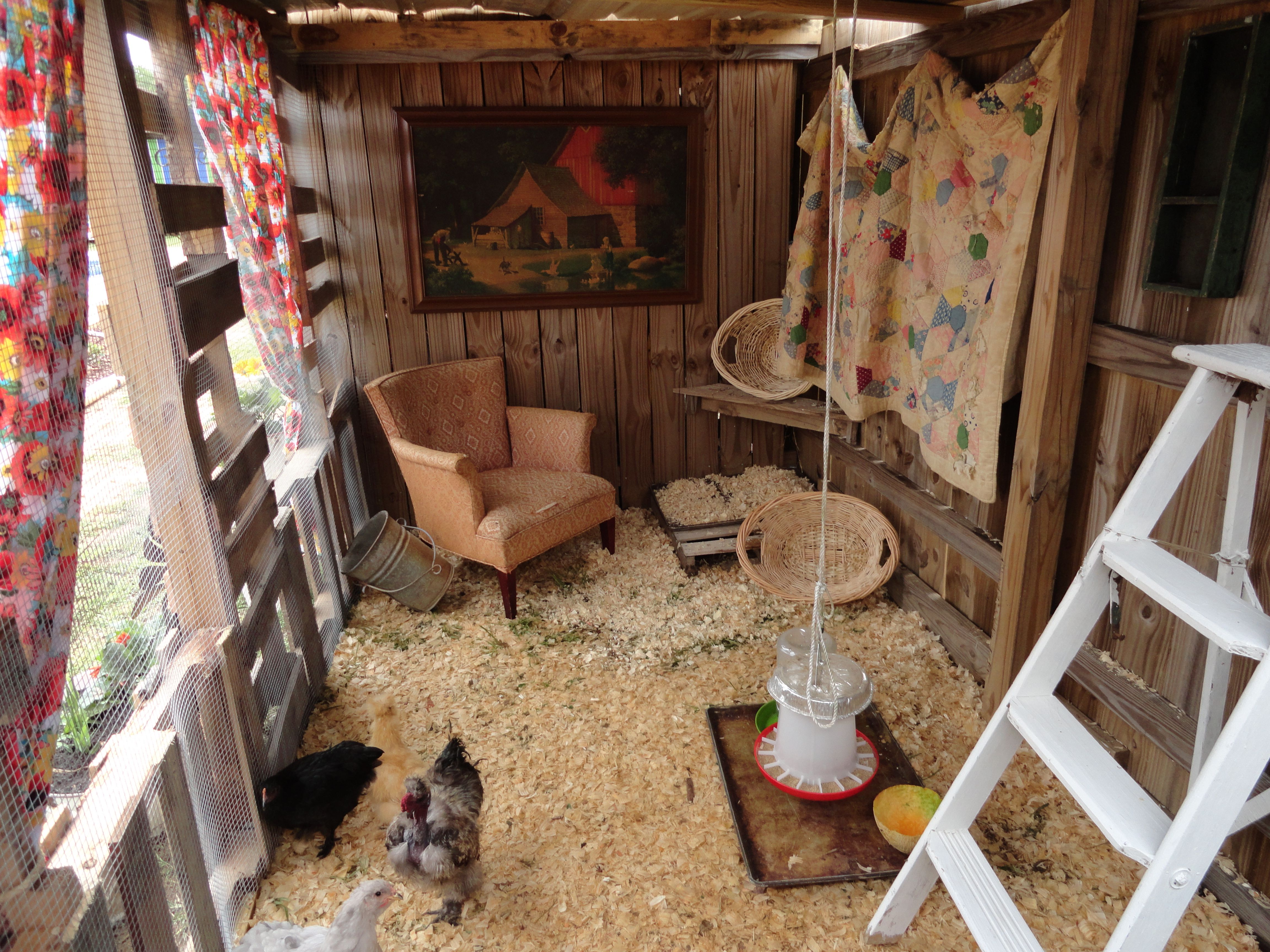 maison de poulet a beautiful shabby chic chicken coop. Black Bedroom Furniture Sets. Home Design Ideas