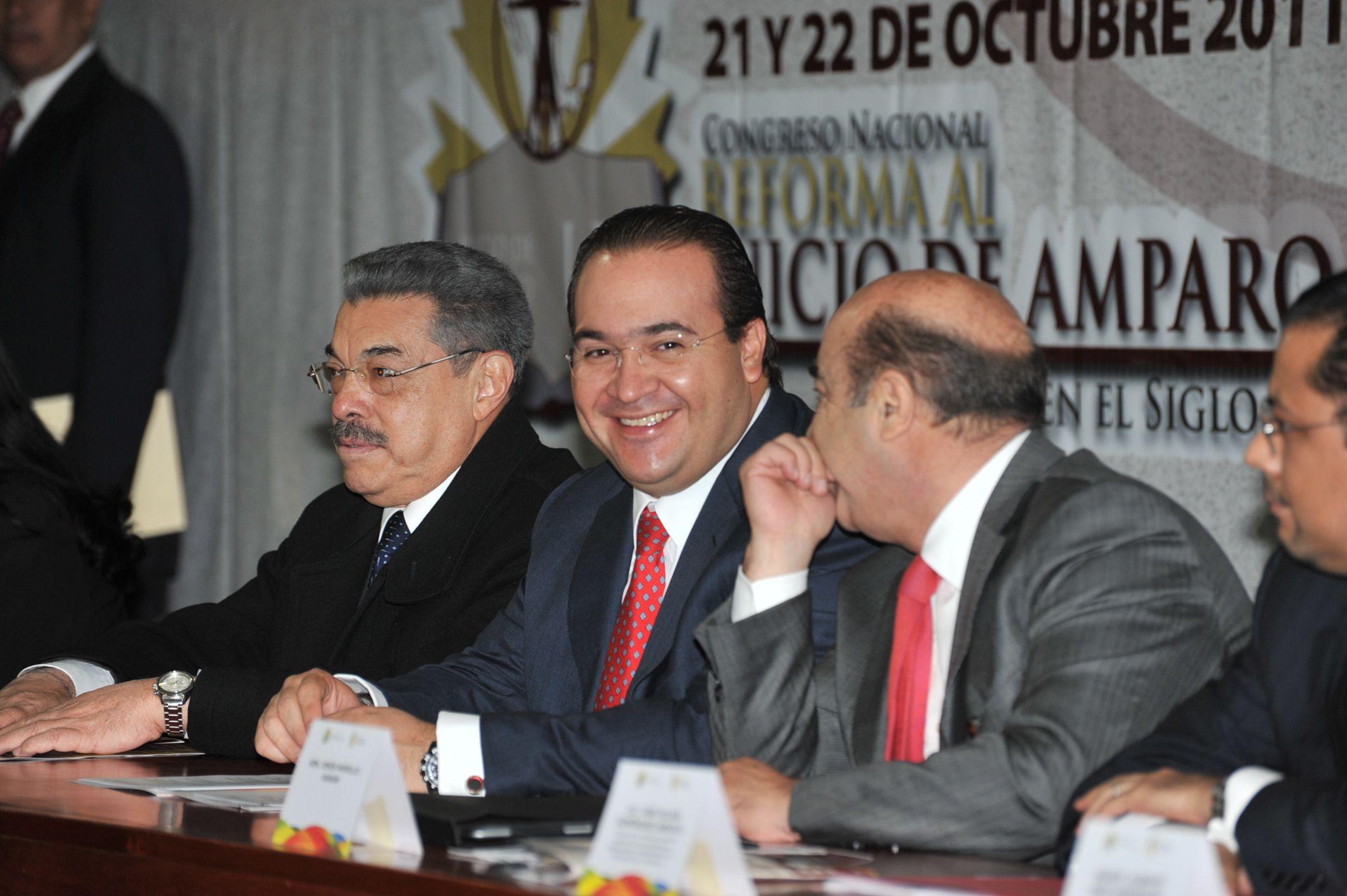 El mandatario estatal inauguró el Congreso Nacional Reforma al Juicio de Amparo en el Siglo XXI, organizado por la Universidad de Xalapa, donde expresó que la legalidad es el mejor camino para avanzar hacia el desarrollo de la entidad.