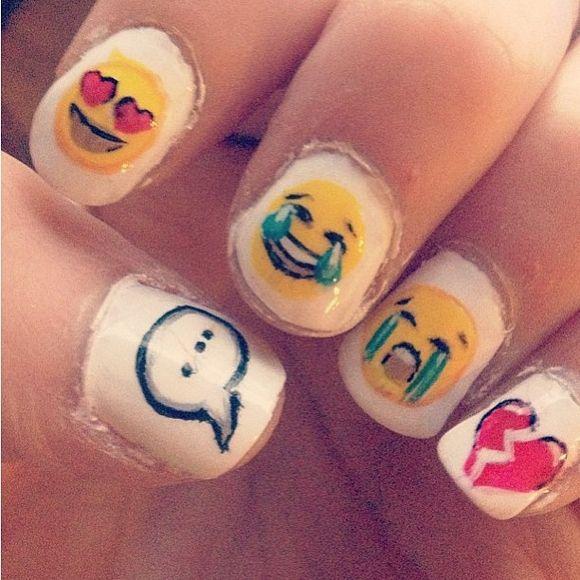 Emoji Nail Art   Emojis   Pinterest   Emoticonos, Uña decoradas y ...
