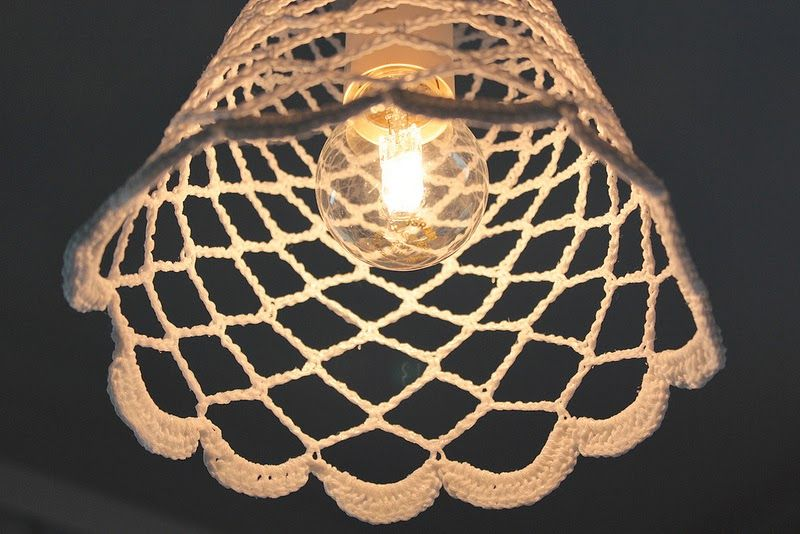 KOUKUSSA: Virkattu lampunvarjostin