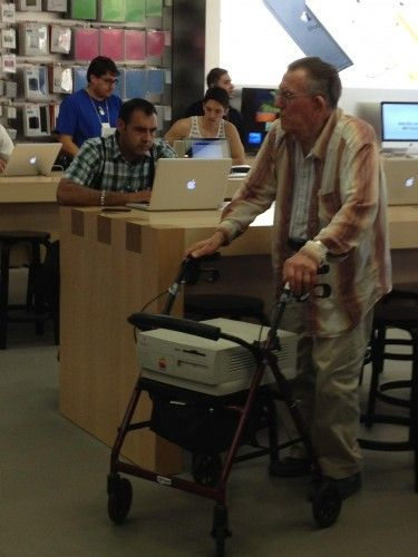 Senior citizen brings extremely old computer into Apple Store