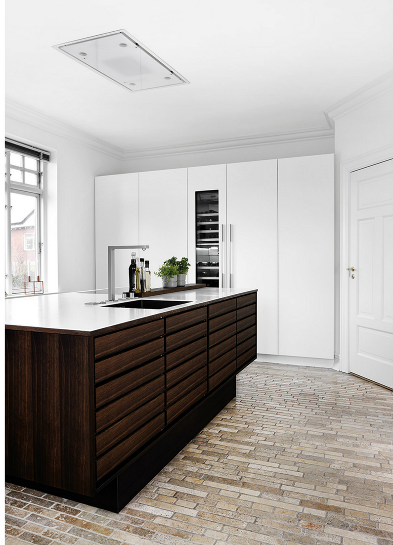 6 Einrichtungsideen Und Kuchenbilder Fur Moderne Holz Kuchen Kuchenfinder Massivholzkuchen Dunkle Kuche Kuche Einrichten