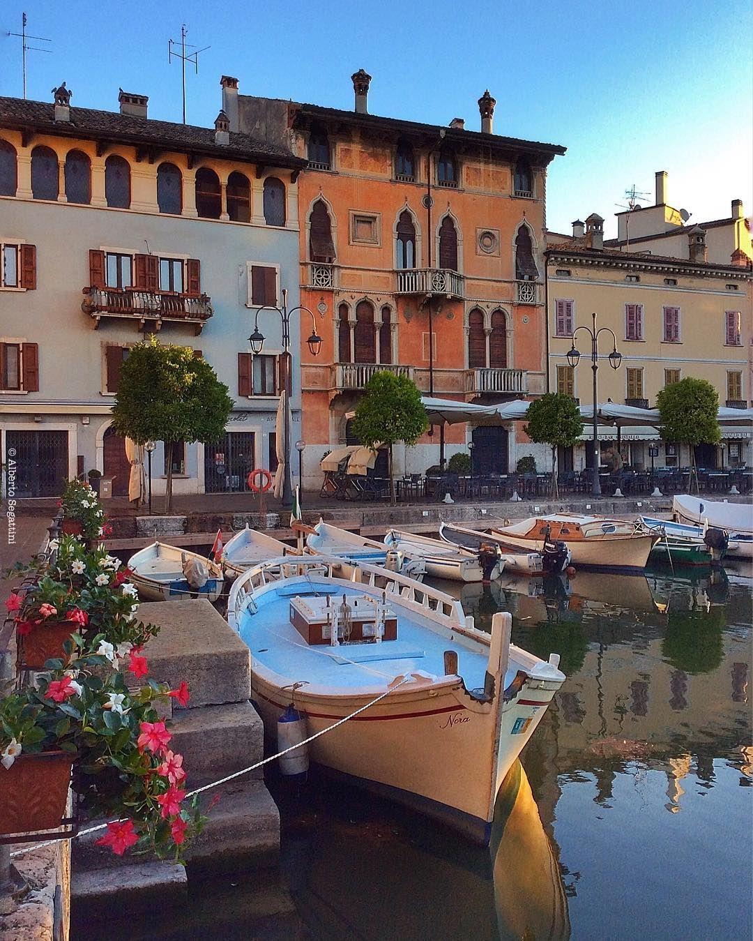 #instagarda #gardaoutdoors #photogc #top_lombardia_photo #volgolombardia #bestlombardiapics #vivomilano #lombardia_reporter #thehub_lombardia #top_italia_photo #visititalia #italy_photolovers #italia_da_scoprire #italia_landscape #volgoitalia #bestitaliapics #italiainunoscatto #pocket_italy  #ig_italy  #thehubitalia #yallersitalia #la_houses #lory_landscape #kings_villages #kings_transports #igw_aqva #moon_vehicles  #infinity_hdr #italy_vacations