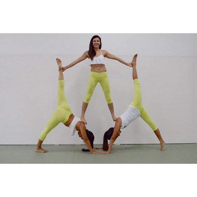 Beautiful Team Work Bohemian Heart And Friends In Matching Airbrush Capris Aloyoga Beagoddess Htt Acro Yoga Poses Three Person Yoga Poses Group Yoga Poses