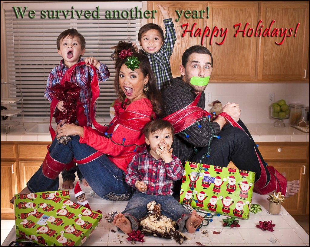 12 Hilarious Family Christmas Cards That Will Make You