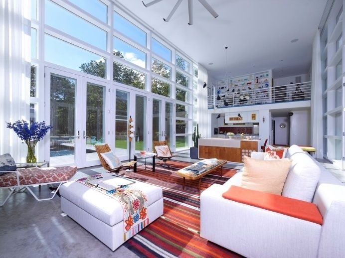 This Sagaponac House Features a Grand Living Space