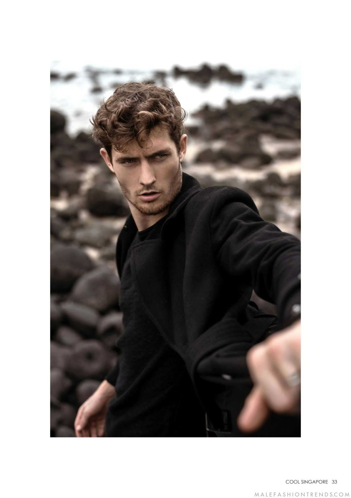 Looks Knight Cool Neutros En Para Magazine Posa Singapore Josh Lee qUw75I