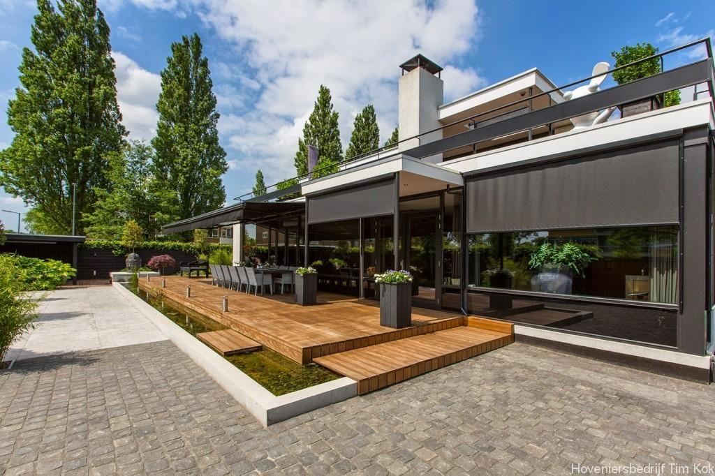 Welnesstuin rotterdam hillegersberg buitenspa verhoogd for Moderne tuin met jacuzzi