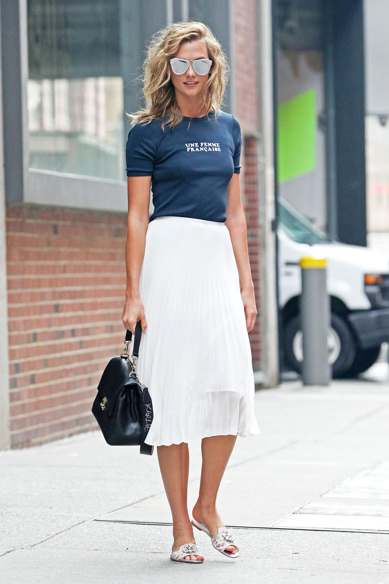 The new york vanity was named perfectly it has that city chic look - Karlie Kloss Casual Chic Outfit New York City