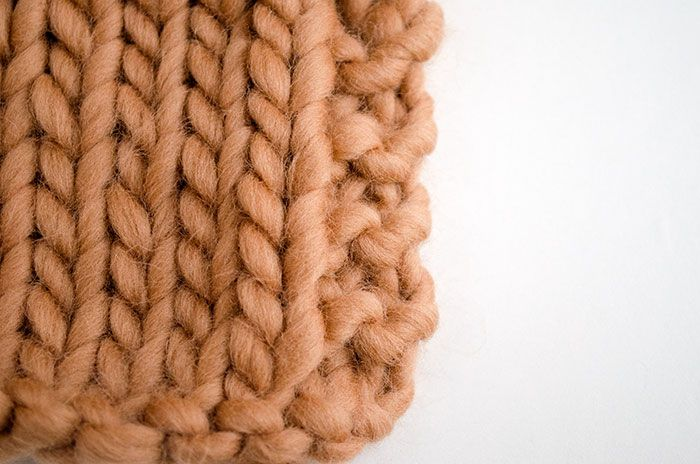 4 ways to prevent the edges of your knit scarf from ...