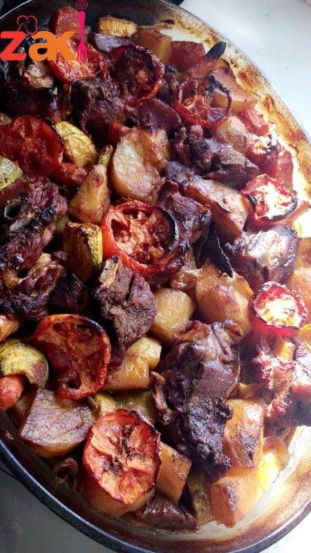 صينية بطاطا مع الخضار واللحمه بالفرن زاكي Food Main Dishes Arabic Food