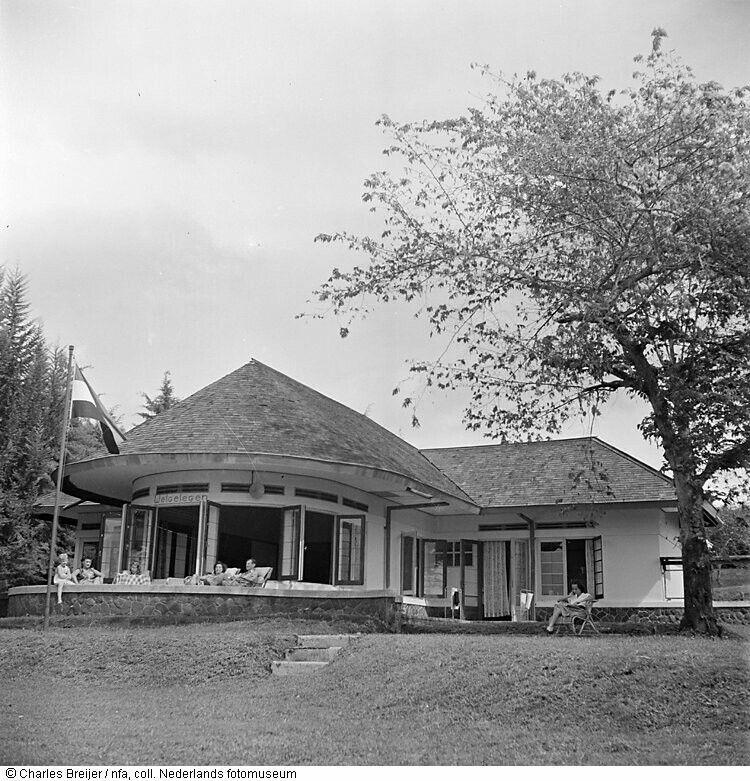 Villa Welgeleden Bandoeng 1949 Arsitektur Kolonial Arsitektur Indonesia
