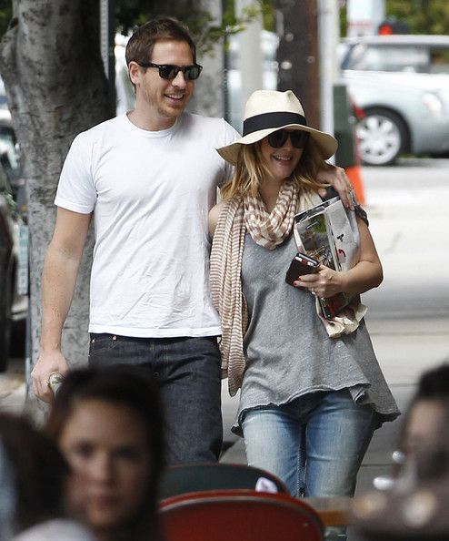 Drew Barrymore Photos - Pregnant Drew Barrymore And Will Kopelman Out In Los Feliz - Zimbio