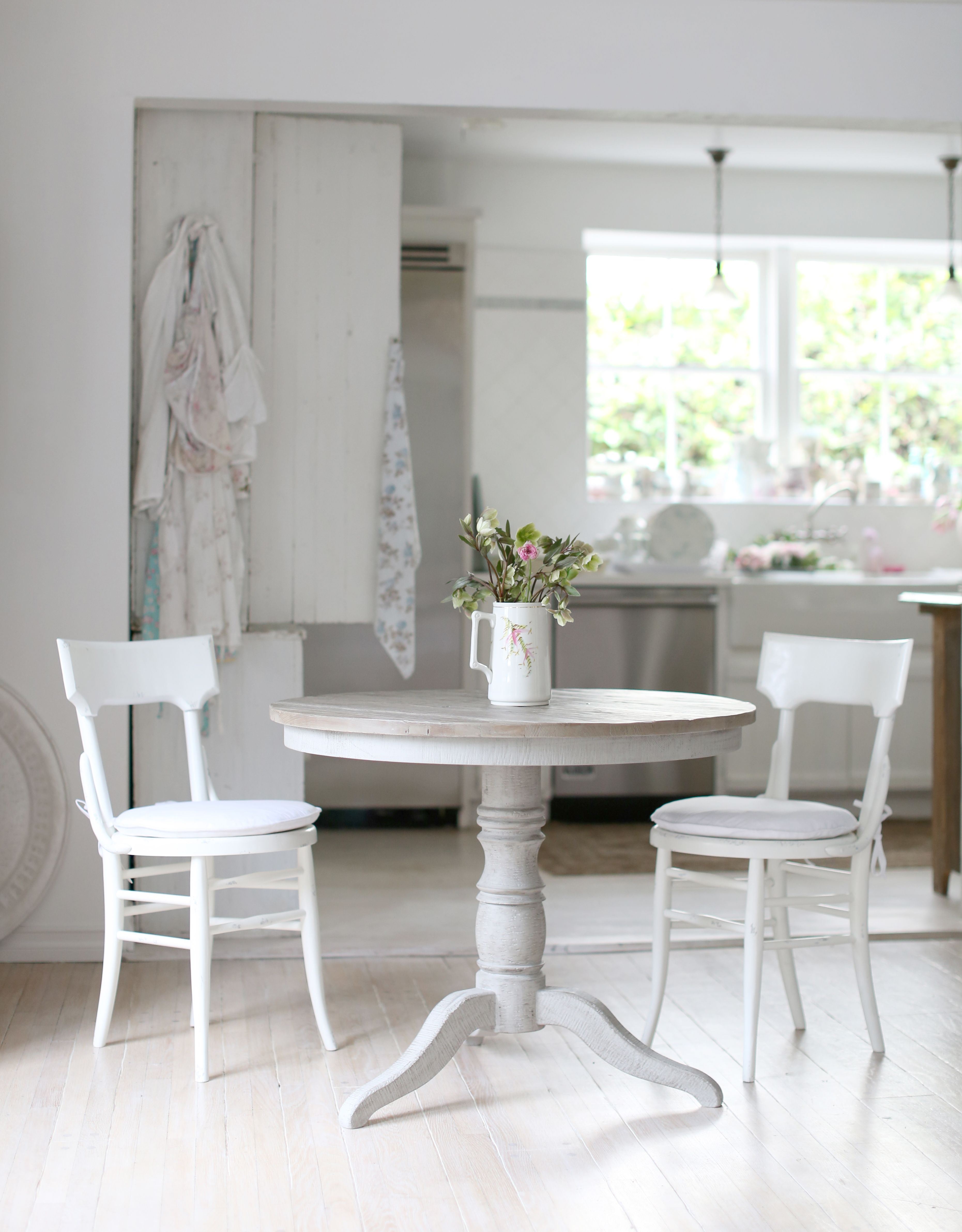 The Redondo dining table is the perfect