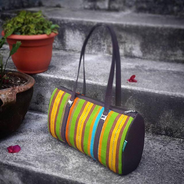 Bolso Tipico Weasley. #Nina bolso elaborado en hilo de perraje fino, en  una mezcla de colores atractivos... #bolsosweasley #madeinguatemela #hechoencobán #hechoenguatemala #artesanias #hechoamano