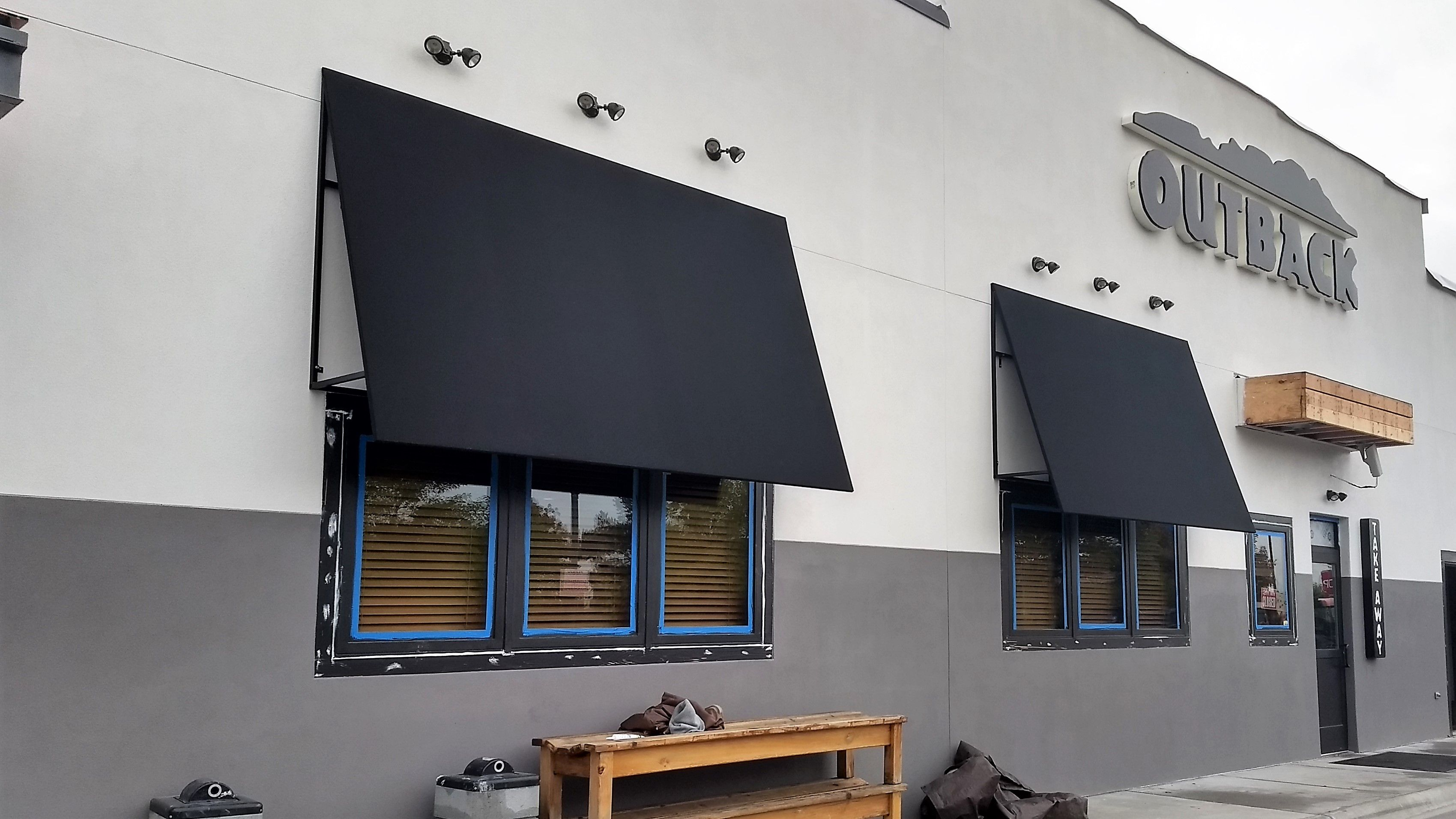 Outback Steakhouse 🍴open Shed, Custom Fabric Awnings. Www.vestissystems.com
