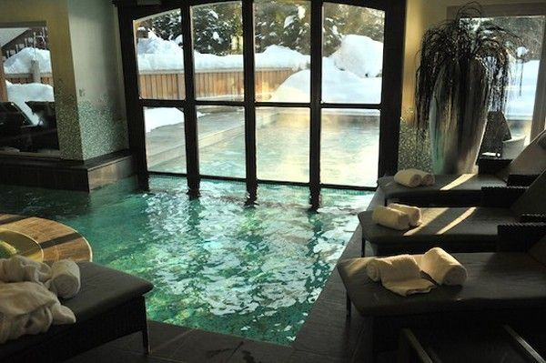 Striking Idea of Swimming Pool that Lays Indoor and Outdoor | Splish ...