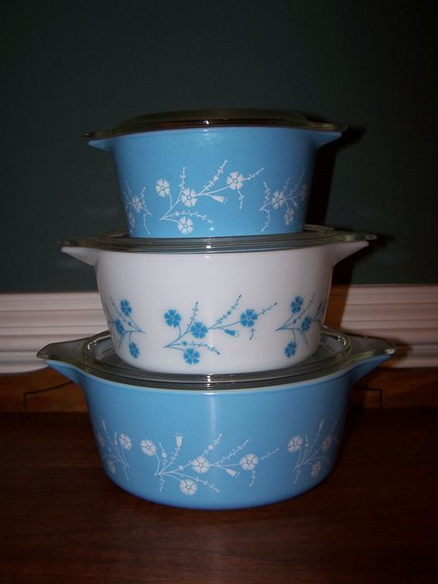 Blue Dianthus. vintage pyrex casserole dishes....I need some bigger casserole dishes!