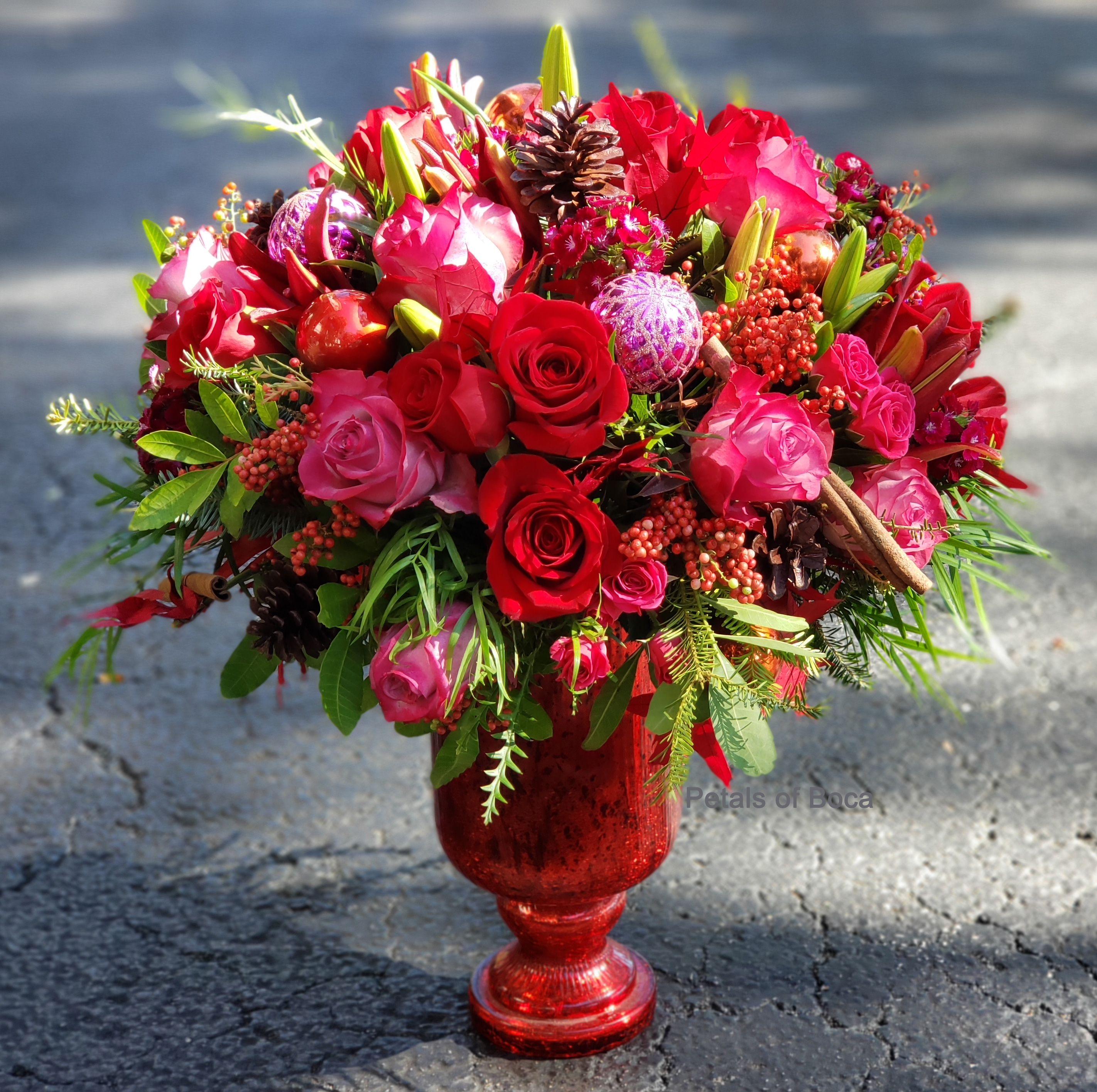 Romantic Christmas Flower Arrangement in 2020 Christmas