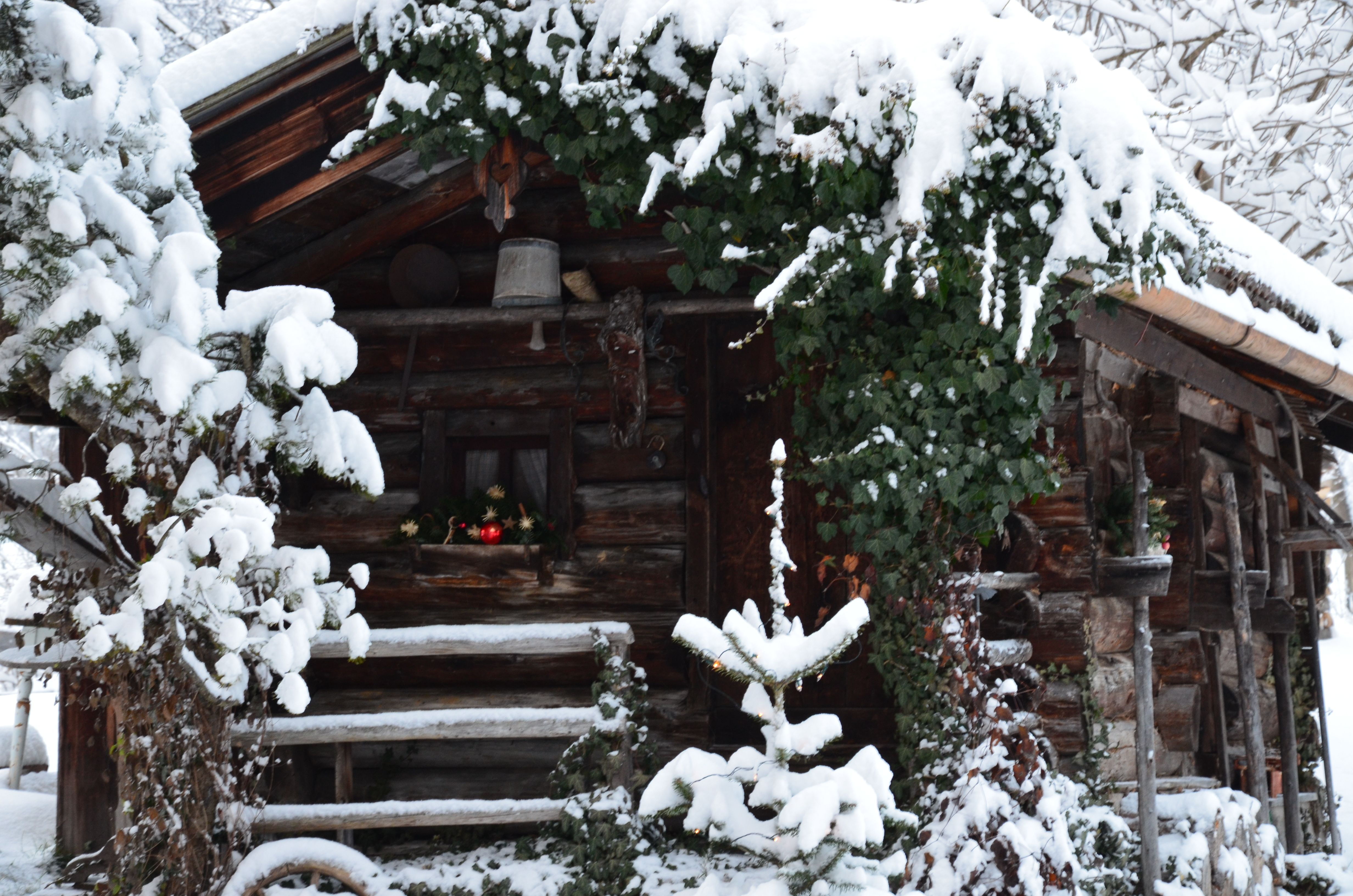 weihnachtsromantik in den bergen idyllische bergh tte im. Black Bedroom Furniture Sets. Home Design Ideas