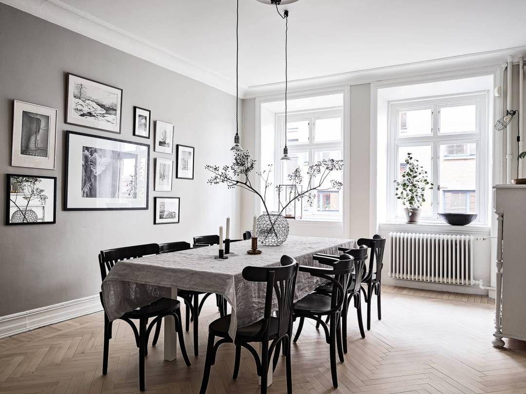 paredes grises y carpintera blanca