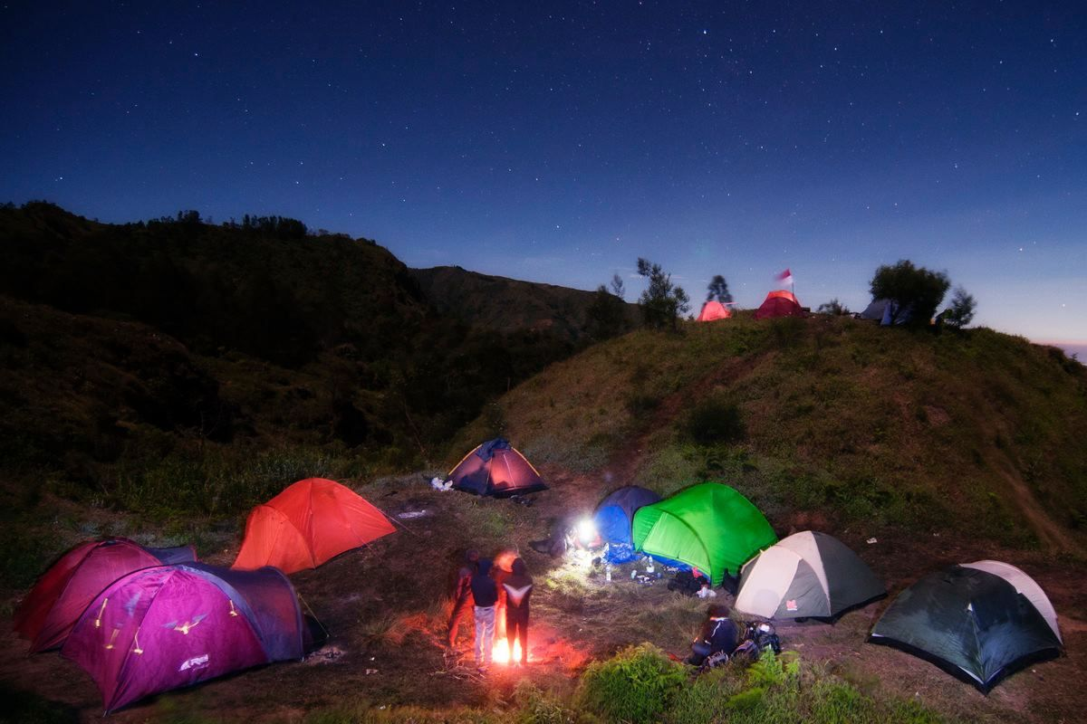 Hasil gambar untuk camping di dieng