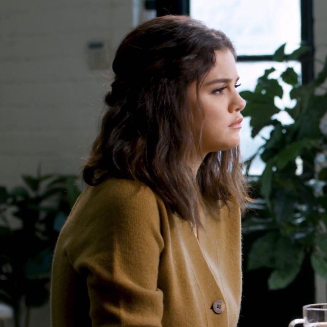 Side Profile In 2020 Selena Gomez Cute Selena Gomez Short Hair Selena Gomez