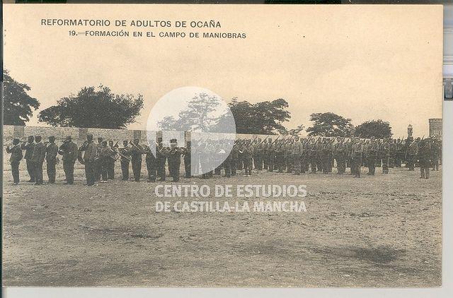 Formación en el campo de maniobras by Centro de Estudios de Castilla-La Mancha (UCLM), via Flickr
