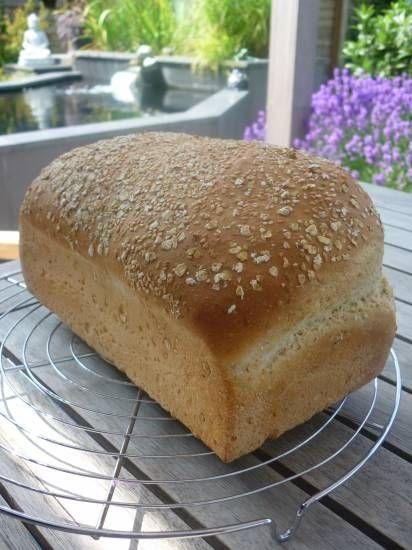 Brood witte spelt met haverzemelen en sesamzaadjes