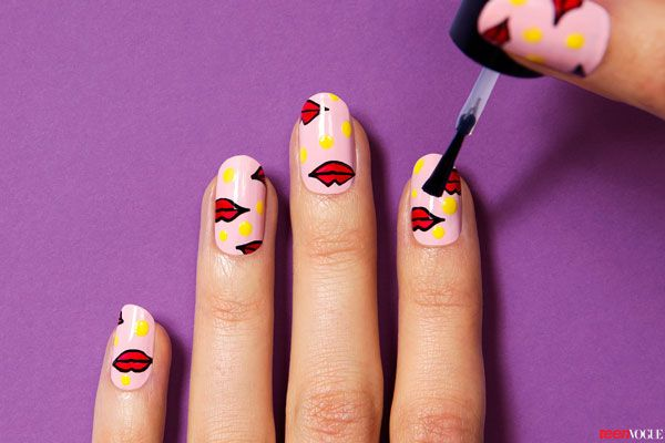 This Awesomely Graphic Manicure Is Easier Than It Looks Manicure Nail Art Manicure Manicure Inspiration