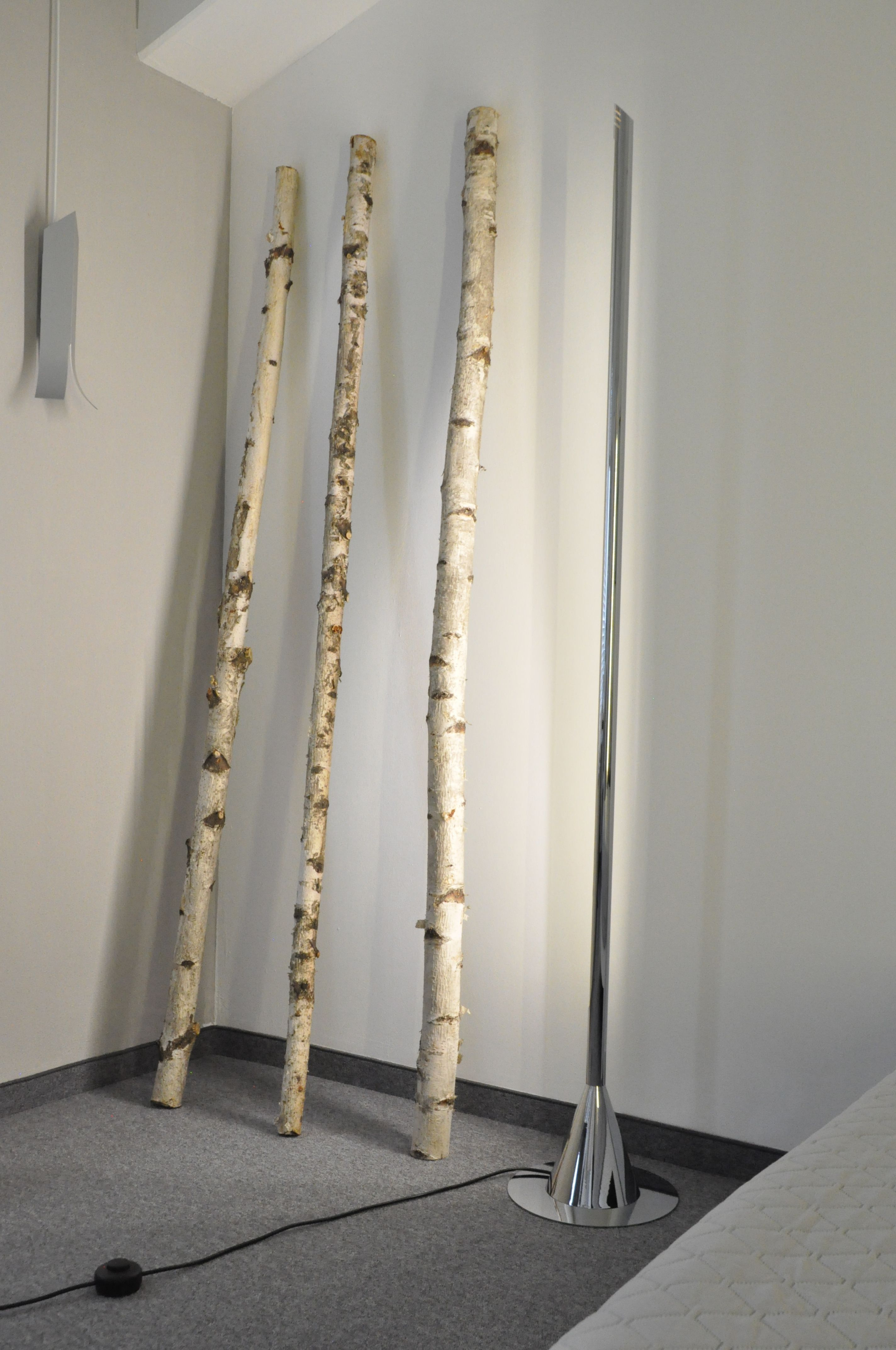 """""""Obelisk"""" floor lamp with chrome surface and double LED bulb."""
