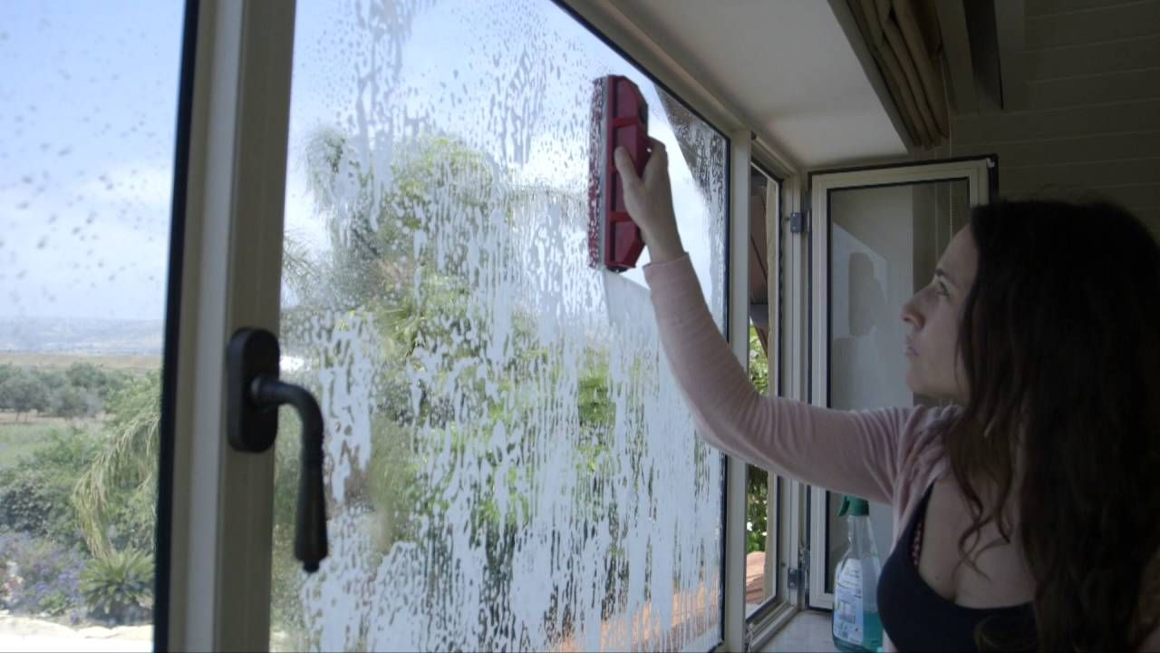 The Glider Magnetic Window Cleaner User