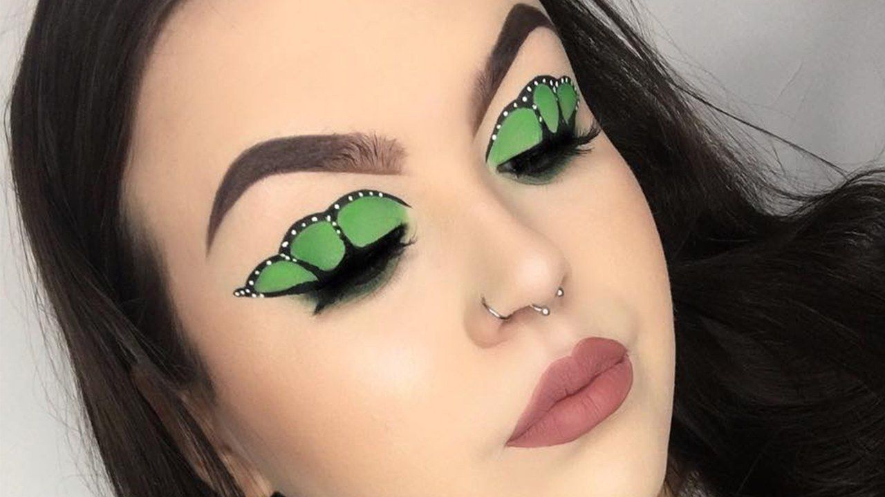 People Are Turning Their Winged Liner Into Butterfly Wings Butterfly Makeup Butterfly Eyes Eye Makeup Application