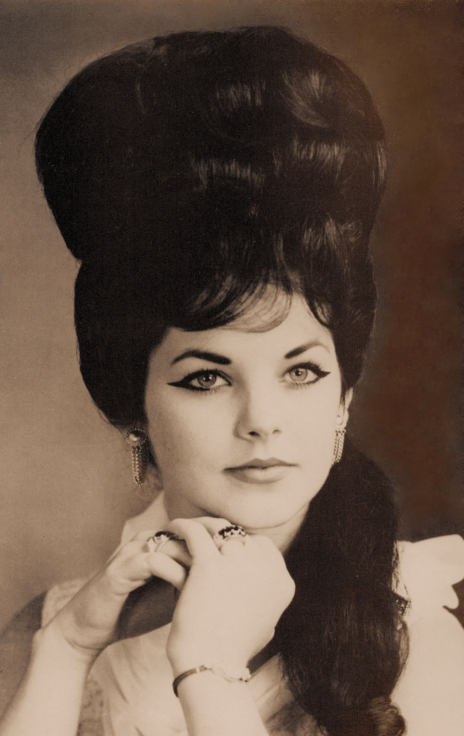 Hairstyle For Women With Big Foreheads  Young priscilla presley