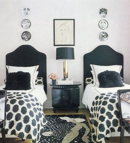 Cute Stylish Small Room With Twin Beds Guest Bedroom Decor