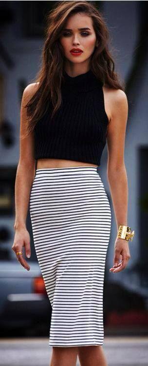 b60c5f74f excelente diseño crop top con falda arriba de la cintura.   Outfit ...