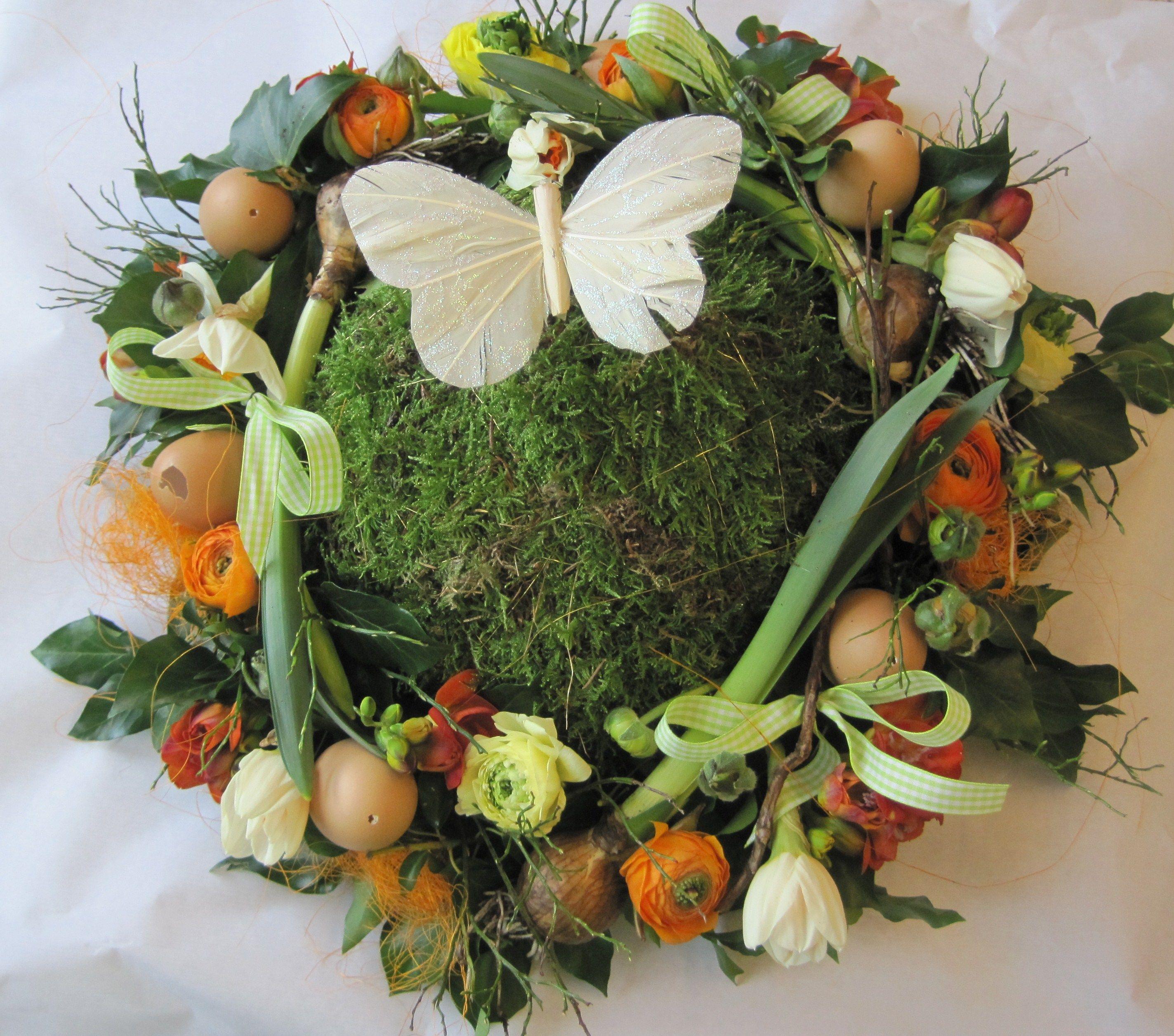 Easter arrangement Geschikt Groen Geschikt, moss, eggs, Ranunculus, Narcissus flower and bulbs, freesia, buxus,ribbon