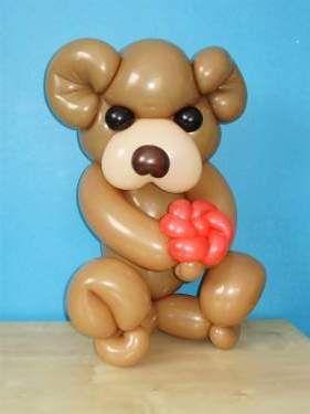 Wees origineel en verras je geliefde met een romantische ballonsculptuur.