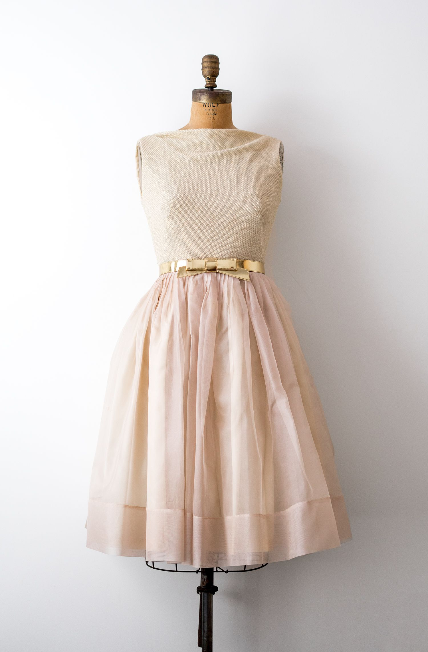 Vintage 1950 S Metallic Gold And Pink Champagne Dress In Wool Tulle And Organza By Heirloomen On Etsy Vintage Short Dress Champagne Pink Dress Dresses [ 2285 x 1500 Pixel ]