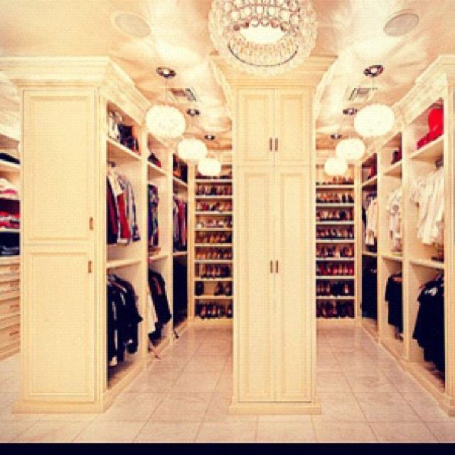 Beautiful Bedroom Girls With Dressing Room: Every Girls Fantasy... HUGE Walk In Closet!