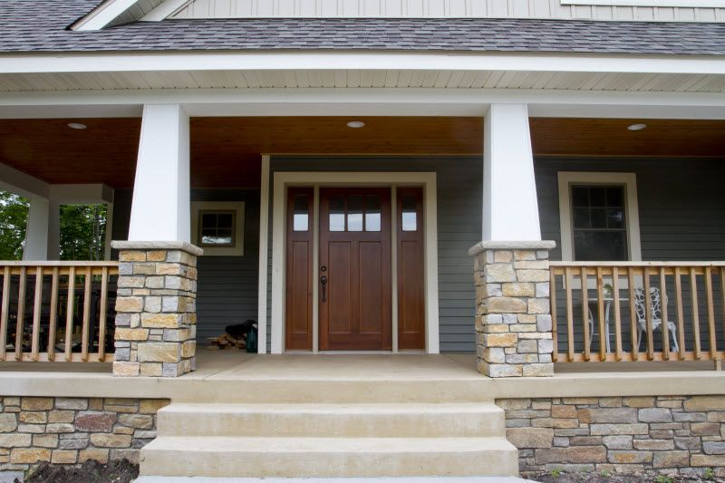 Exterior Columns | white square columns on stone pillars accented ...