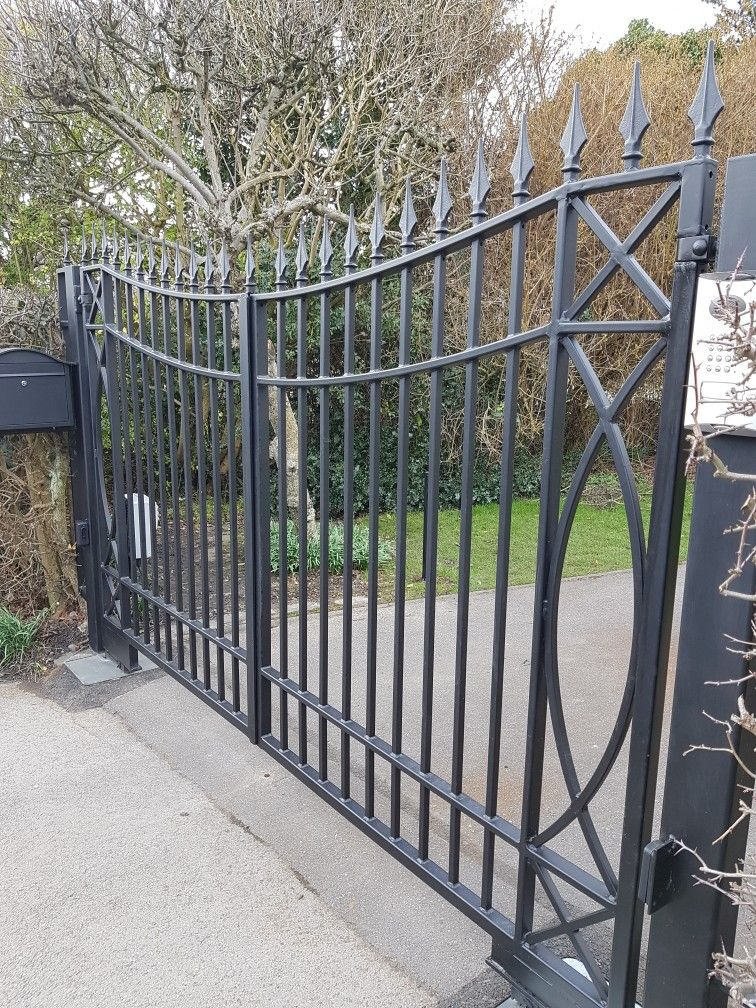 Inverted Arch Wrought Iron Gates Galvanised And Painted For Rust Protection Www Caldergates Co Uk Iron Gate Wrought Iron Gates Iron Gates