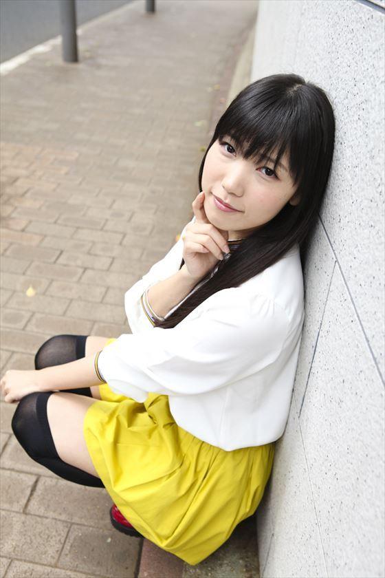 黄色のスカートの相坂優歌