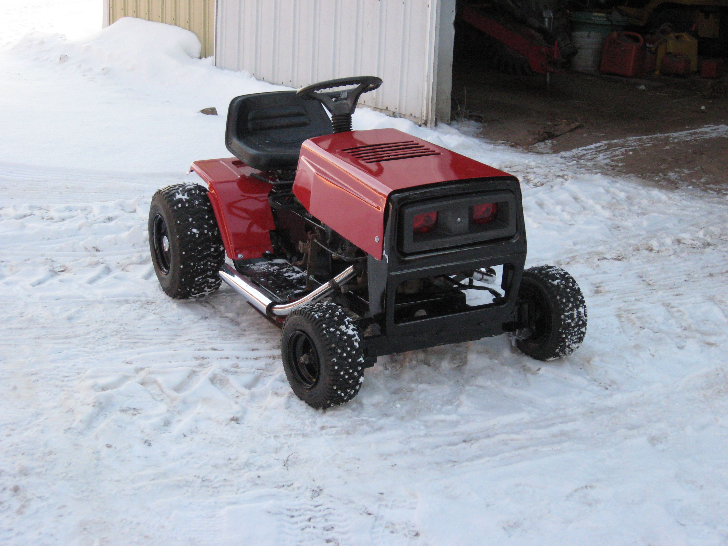 Custom Racing Tractors : My racing lawn mower after getting painted builds