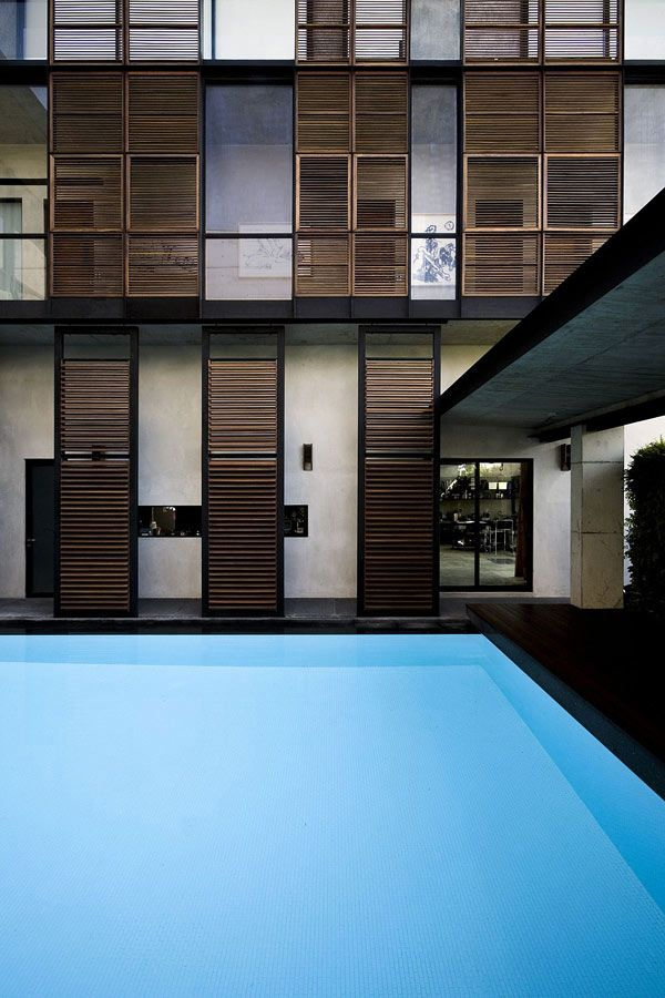 Exterior aspect of a residential house in singapore by formwerkz architects