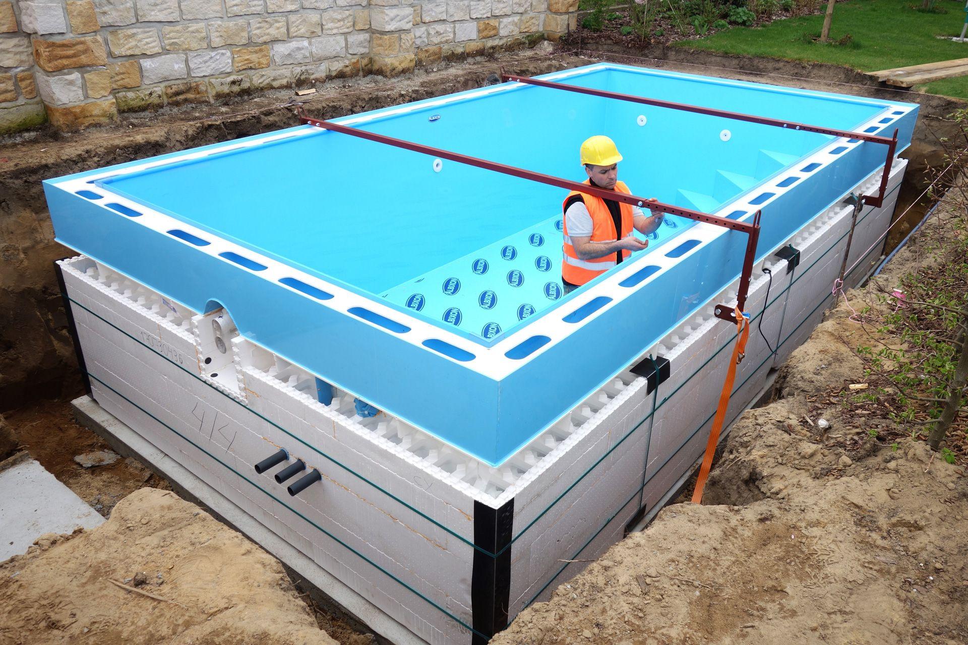 Pool mit holzverkleidung swalif for Schwimmbecken bei obi