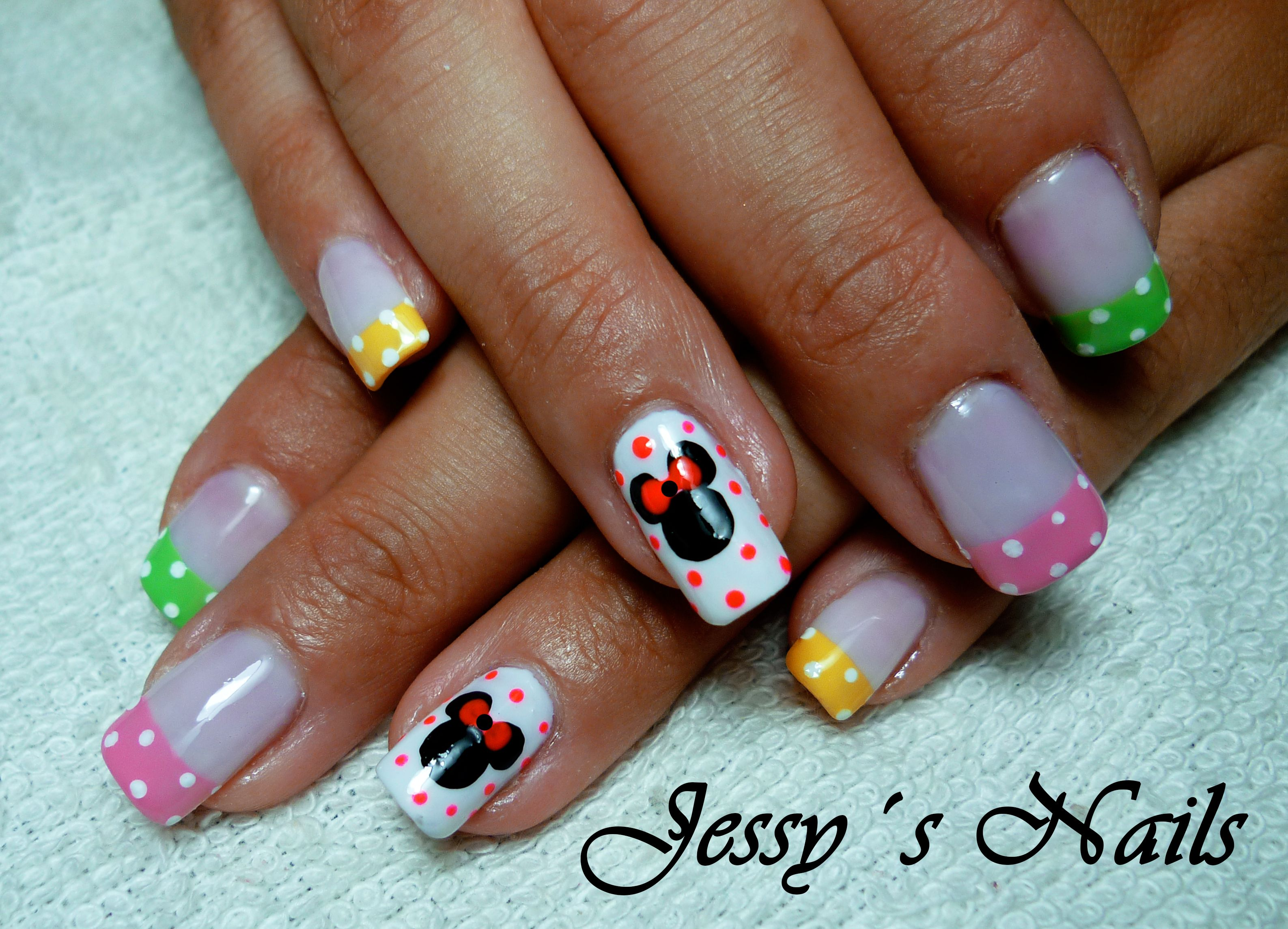 uñas de minnie mouse #nail art   UÑAS CON LUNARES O PUNTOS ...