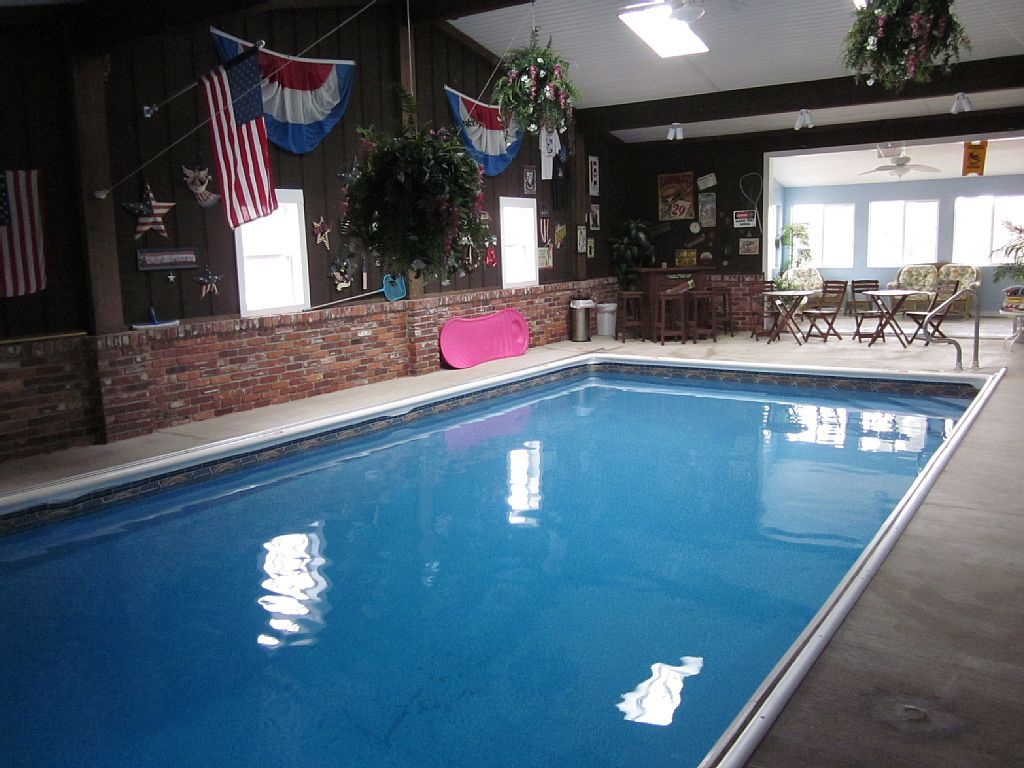 Vrbo Com 676917 Spacious 5 000 Sq Ft Home With Indoor Pool And Private Beach On Lake Freeman Lake House Rentals Vacation Indiana Vacation