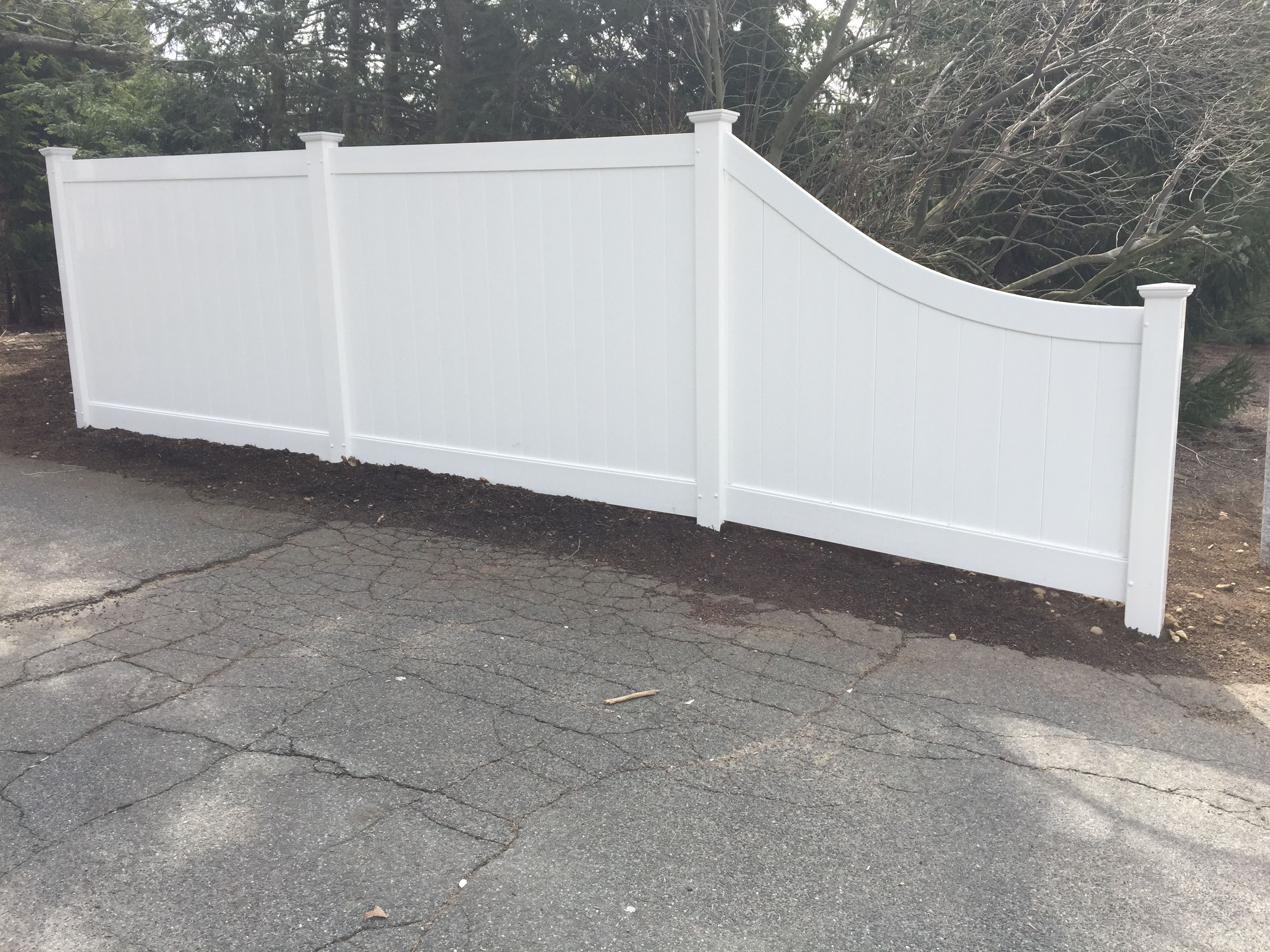 White Vinyl Privacy With Curved Rail Slope Section Vinyl Privacy Fence Privacy Fences New Homes