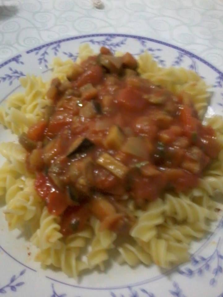 Robertha Pontes fez e explica:   meio pimentão picado  1 beringela tamanho médio picada  6 tomates sem sementes picados bem maduro  1/4 d...